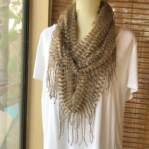 ⭐️NWT Bronze/Gold Sequined Infinity Scarf